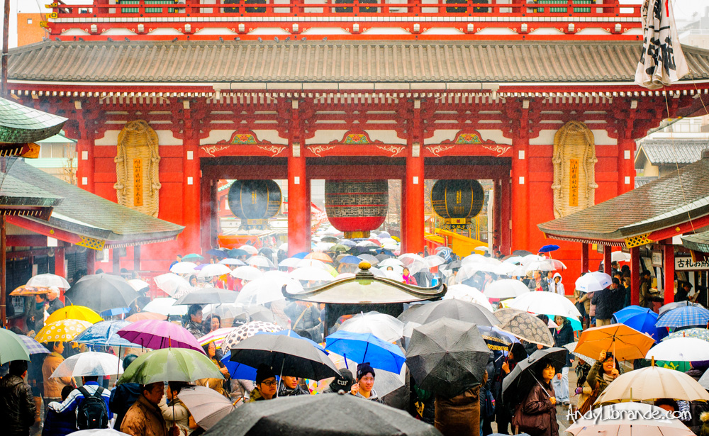 senso-ji shrine at Asakusa in the Rain