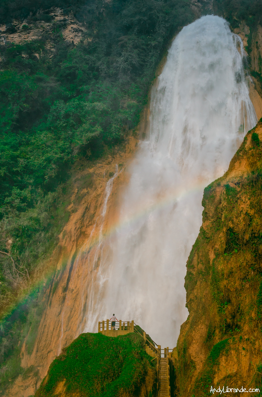 Cascada El Chiflon with Rainbow
